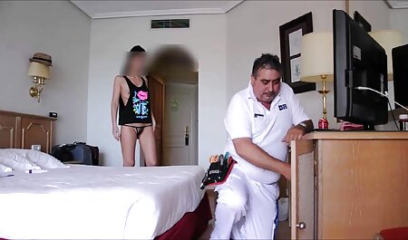 هنگامی که او بیدار شد ، او شروع به بیدار دوست دانلود بازیهای اندروید سکسی خود را با بوسه ملایم