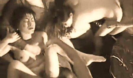 برهنه دختر خنده دار شروع به صدمه زدن و دانلود بازی انلاین سکسی نوازش کردن